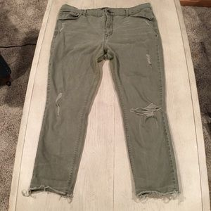 Express distressed mid rise crop fray hem size 12